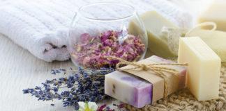 Naturalne mydła do codziennej pielęgnacji — jak wybrać odpowiednie?