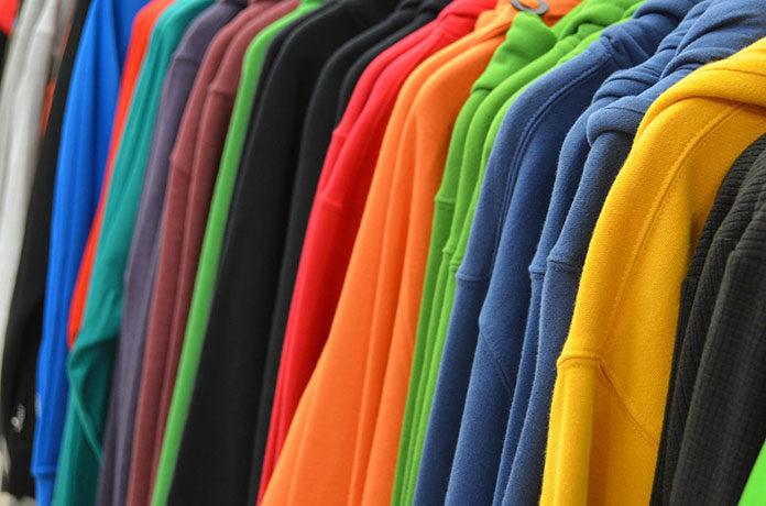 Sukces streetwearowej mody - bluzy młodzieżowe
