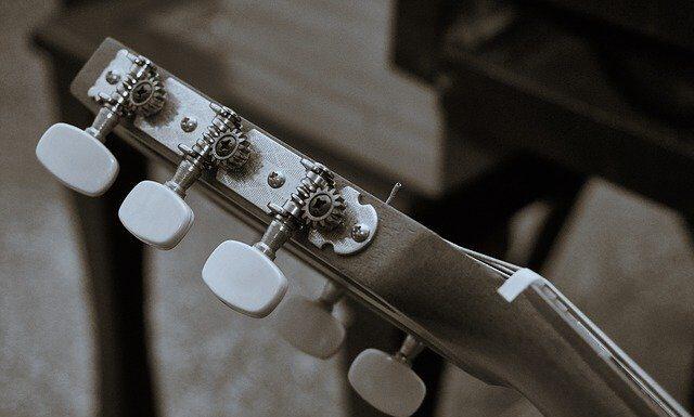 Jak nastroić gitarę